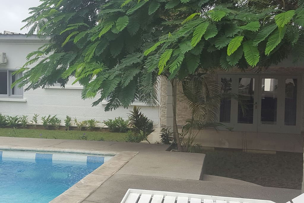 Maison de luxe houses for rent in abidjan lagunes for Abidjan location maison