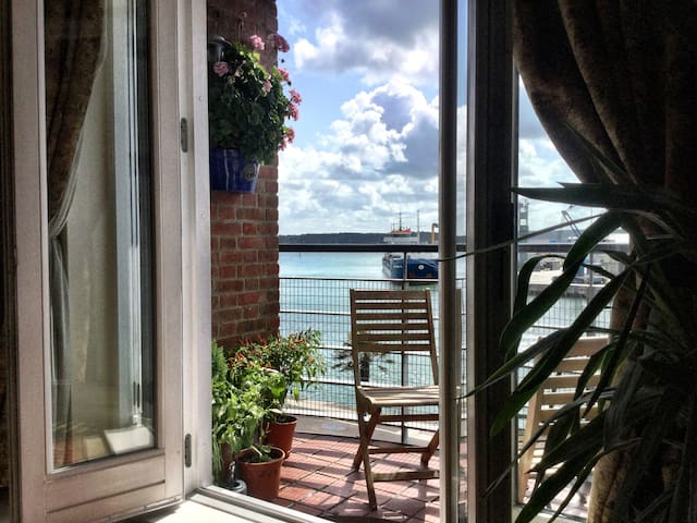 Poole Harbour View Comfy Room Private Bathroom
