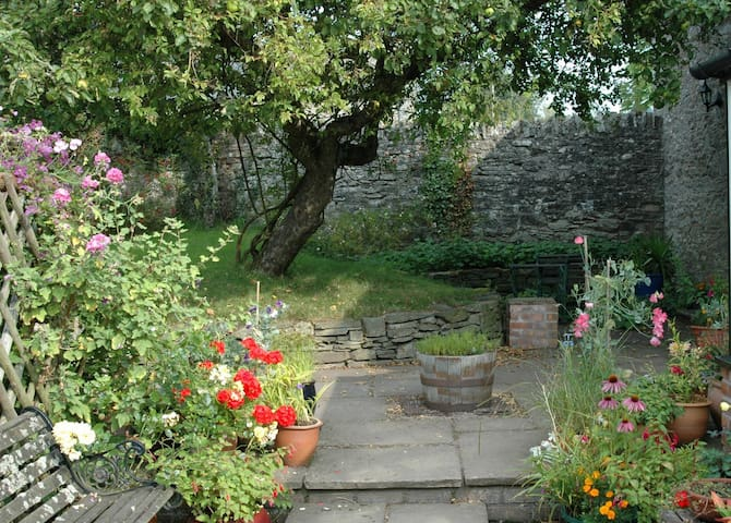 Pretty, rural apartment with patio near Hay-on-Wye - Hay-on-Wye - Apartment