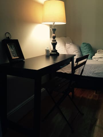 UES(mini loft)Clean flex room (Female Only)