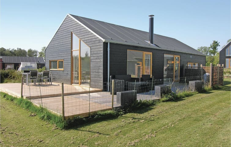 Holiday cottage with 3 bedrooms on 92 m² in Stubbekøbing