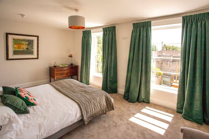 Boutique bedrooms above a little pub! (Green Room)