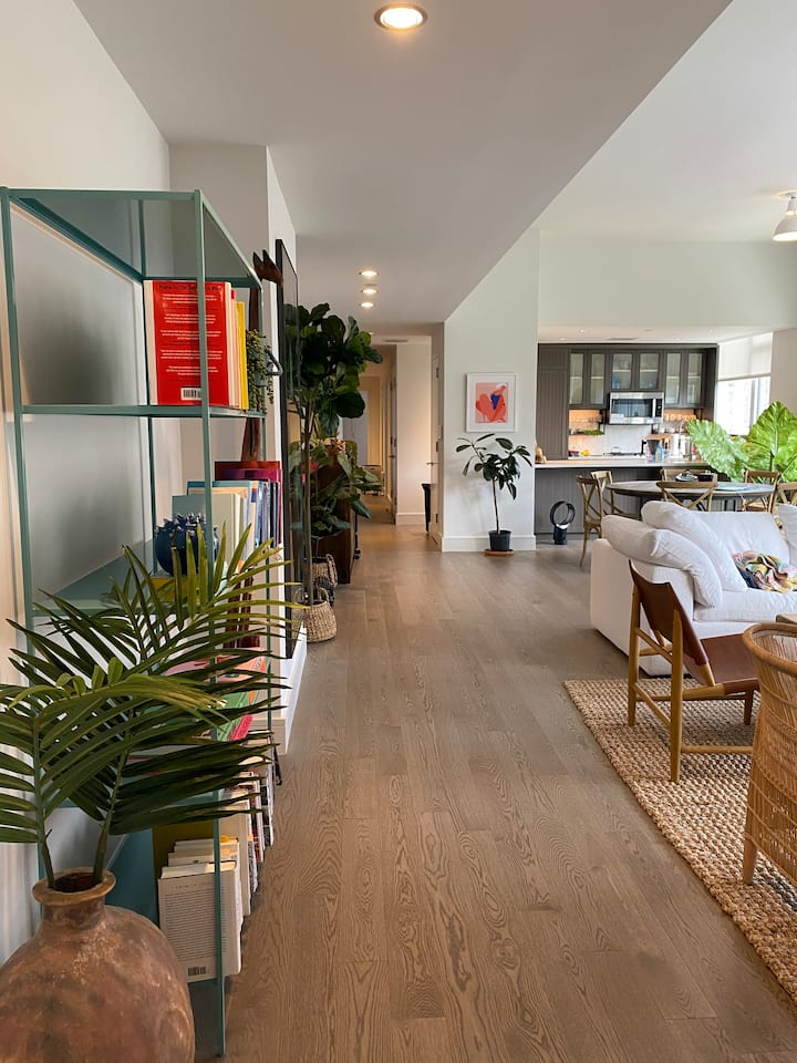 Beautiful East Village apartment w/ tons of light!