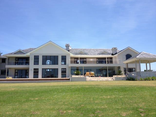 Luxury Modern Twin Rivers Home, Plettenberg Bay