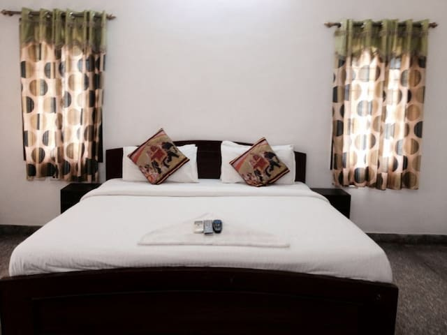 Private Room for couples at Oasis ECR - Chennai - Bed & Breakfast
