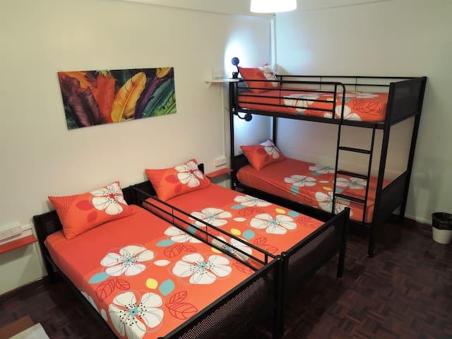 IV-Bedroom @ THE P!LLOHOUzzze