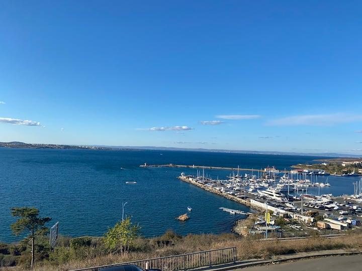 Апартамент с панорамна гледка към морето