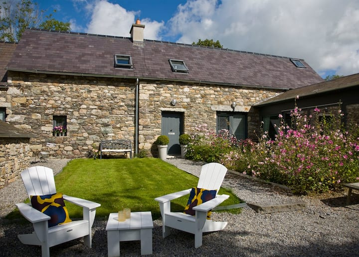 BALLILOGUE LODGE - SUPERB ARCHITECT DESIGNED 4 BED