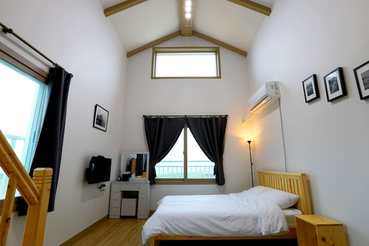 Budapest in Jeju - Family Room 1 - Daejeong-eup, Seogwipo-si - Bed & Breakfast