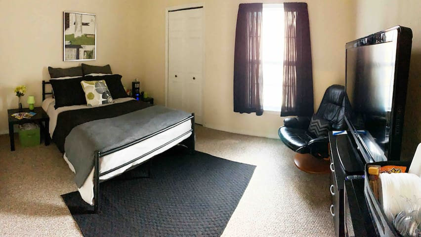 Private Room & Bath Near Parks/Shops- No Clean Fee