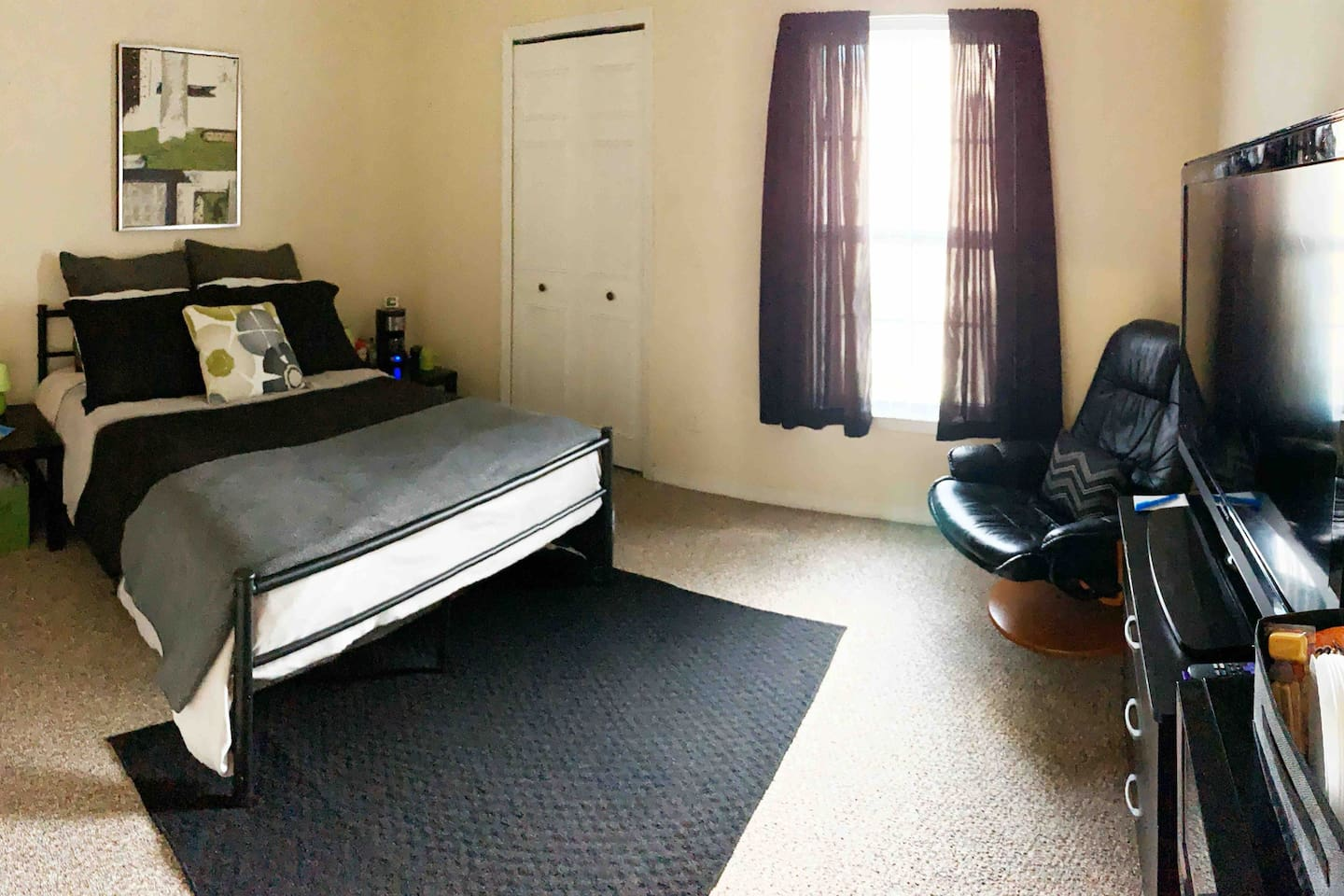 The private room comfortably sleeps 2 with lots of luggage storage space, extra linens/blankets/pillows, bedside nightstands/lamps/outlets, small dresser, TV, mini fridge, microwave, coffee station, curtains, large mirror, ceiling fan and closet.