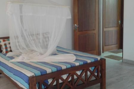 Red Lobster Villa Double room AC - Hikkaduwa - Bed & Breakfast