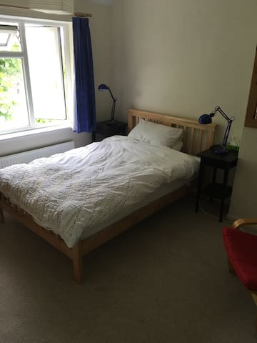 Room in family home near station - Cambridge - Bed & Breakfast