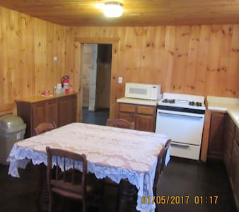 1000 sq ft private house..lake and mountain views. - Port Henry