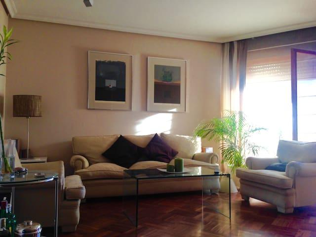 Habitación confortable en apartamento amplio