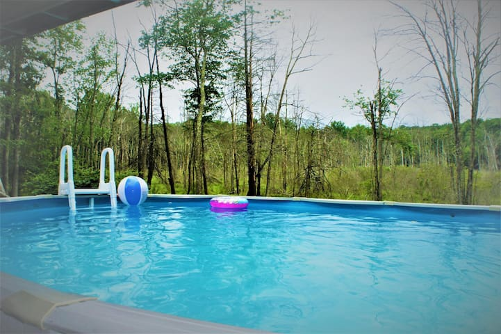 MZ - Charming home - Swimming Pool/ Hot Tub/ Professional Pool Table/ Wood burning Fireplace!