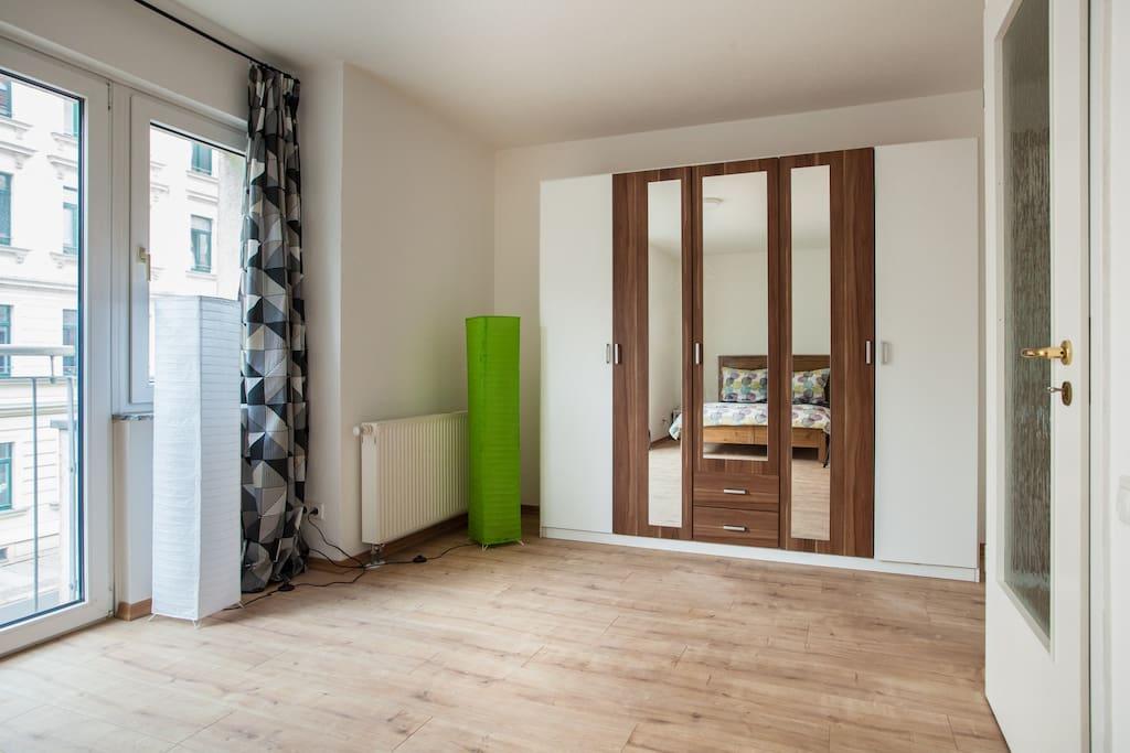 big central apartment garage appartements louer leipzig sachsen allemagne. Black Bedroom Furniture Sets. Home Design Ideas