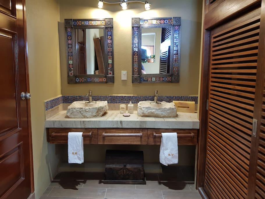 Dual Sinks in Pez Vela Room