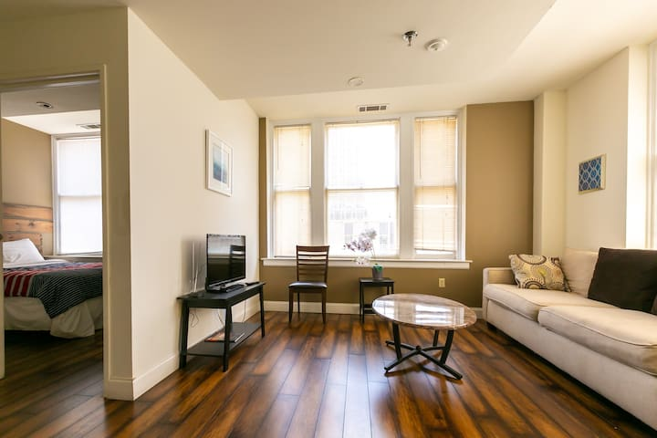 Simple Apt on 4th Floor - Rent per Day/Week/Month