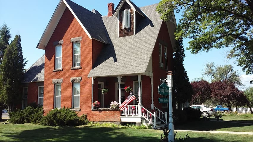 The Mays Place Bed & Breakfast, 5 rooms availible