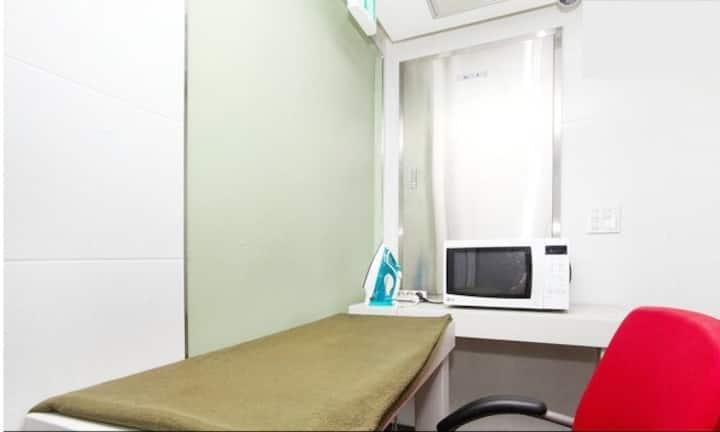 Single room w private bath & shower