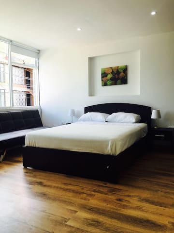 Private Room for up to 3 near Zona Rosa/Heroes 202 - Bogotá - Casa