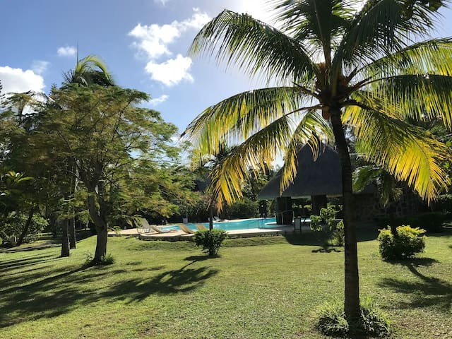 Fully services property+ pool, Beach at 50m.