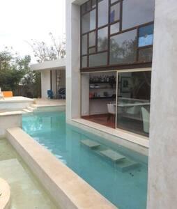 casa tiene 4 suites se renta 3 independiente - Mérida - Bed & Breakfast