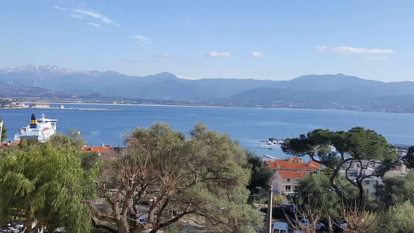Chambre centre ville vue mer et montagne