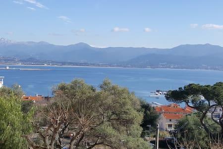 Chambre centre ville vue mer et montagne - Ajaccio