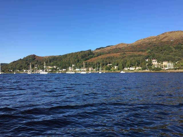 Peaceful with stunning views of the Kyles of Bute.