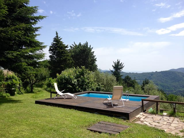 Typical Country house with panoramic pool and wifi - Pescaglia - 別墅