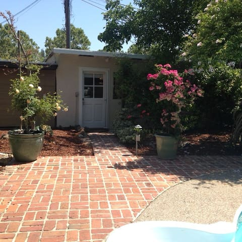 Private Garden Cottage - Menlo Park - Casa