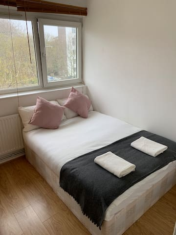 Private Double Room in King's Cross for 2P-5