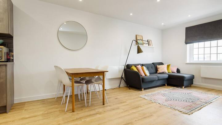 Amazing 1BD - Central Cardiff - Seconds to Station