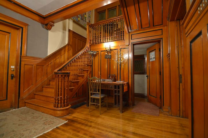 Victorian 1920's Era Beauty - Buffalo - House