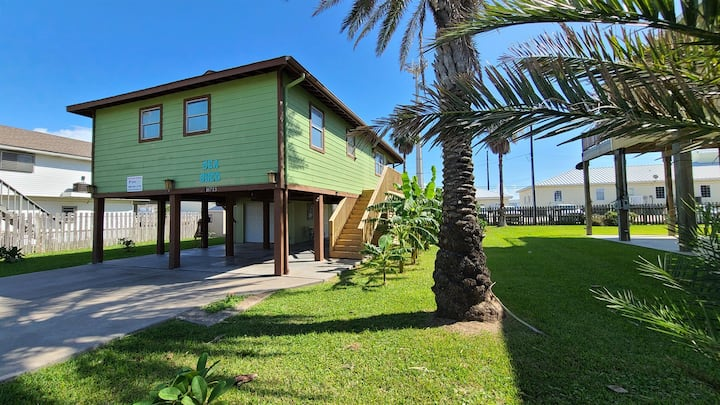 NEW LISTING - Just Renovated Jamaica Beach Bungalow!