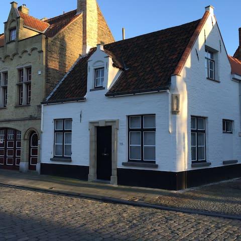 Original medieval house in Bruges - Brujas