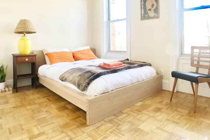 Smile Ridgewood — Bedroom + Private Living Room!