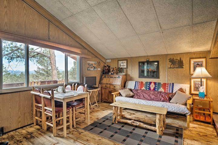 Cozy Cabin w/ Mtn Views: 4 Mi to Nat'l Monument!