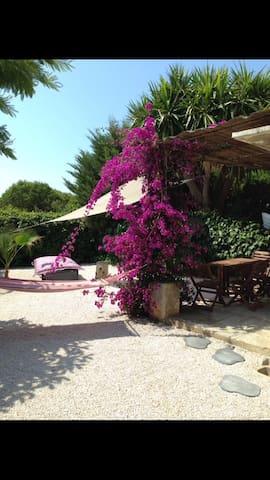 Bord de mer, Studio avec jardin privatif à Hyères