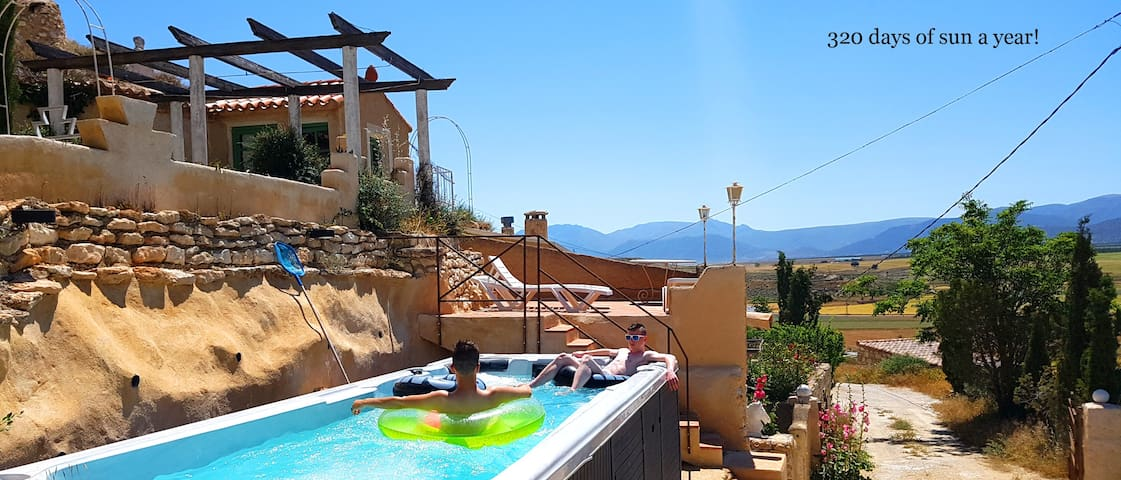 New! Family cavehouse with SPA POOL + WiFi, 4 bdrm