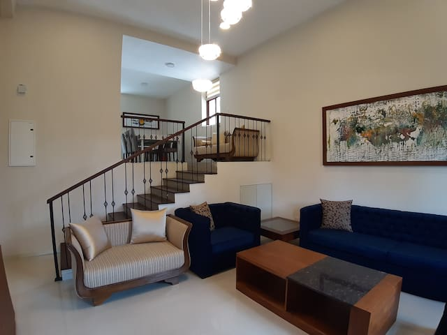 Fully furnished  luxury town house