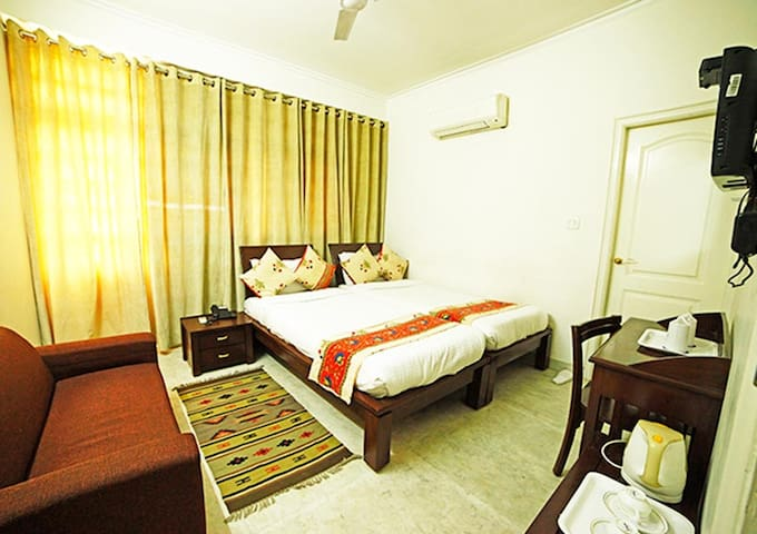 Deluxe Room Near Delhi Airport