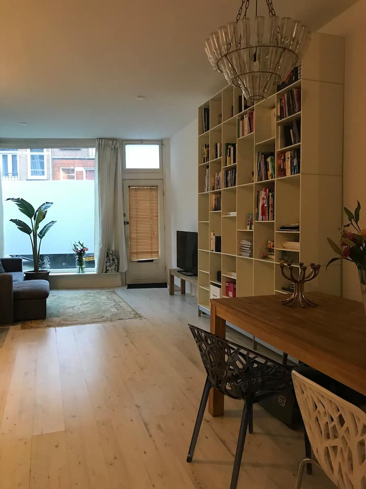 ★SPACIOUS MODERN APARTMENT IN THE BUSTLING PIJP★
