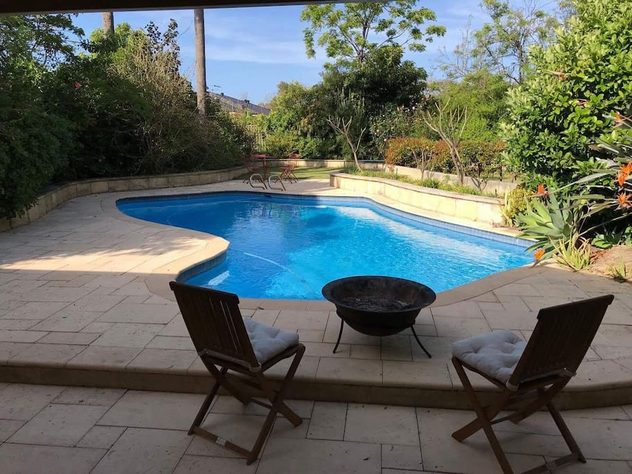 Pool side private living in applecross home houses for for Pool show perth