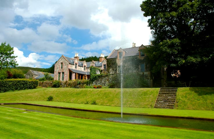 Exclusive-use Luxury Scottish house