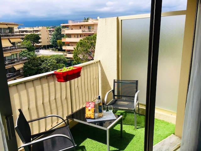 Studio à 300 m des plages avec parking privé