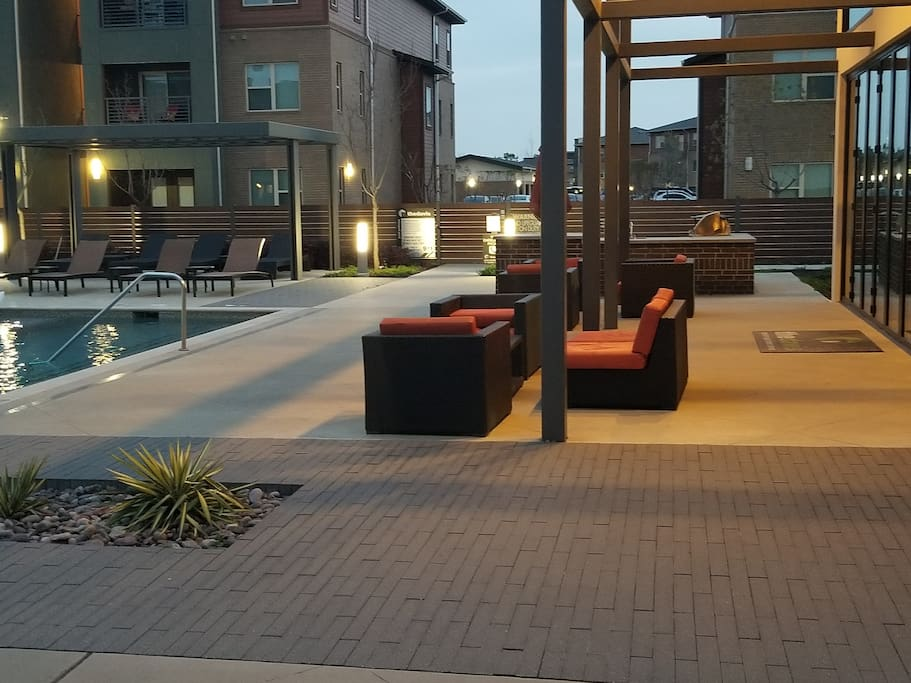 Lounge - Pool Area