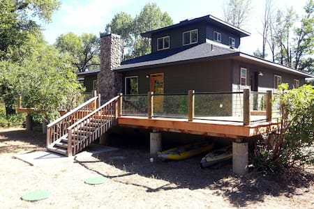 Secluded waterfront retreat on Yakima River - Thorp - บ้าน